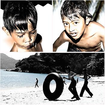 Kids At Beach by Toshiaki Photoplay