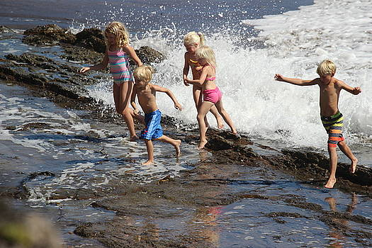 Gary Canant - Kids Playing in Surf