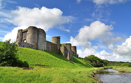 Kidwelly 4 by Phil Fitzsimmons