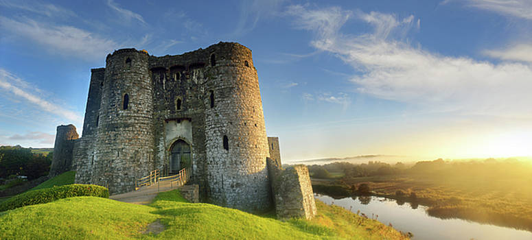 Kidwelly Castle 3 by Phil Fitzsimmons