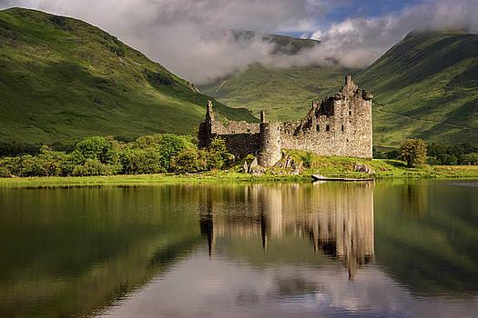 Kilchurn Castle reflection by Swen Stroop