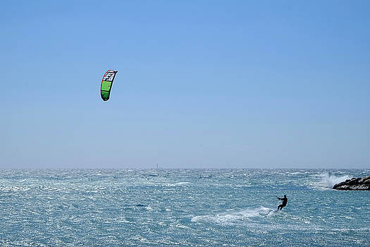 Kitesurfing Marseille by August Timmermans