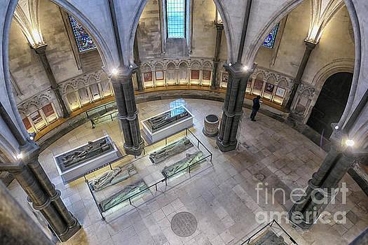 Patricia Hofmeester - Knights Templar sarcophaguses in London