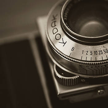 Kodak Retina IIA by Giovanni Arroyo
