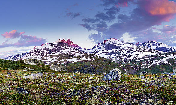 Crimson Peaks by Dmytro Korol