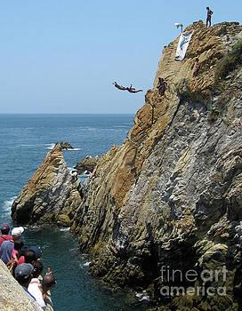 Tatiana Travelways - La Quebrada Cliff Divers 3