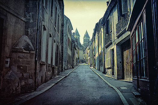 La Rue Etroite by Chris Hood