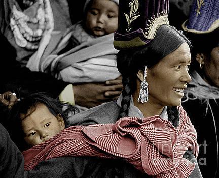 Craig Lovell - Ladakhi mother and child - Tikse Monastery, Ladakh