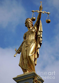 RicardMN Photography - Lady Justice in Bruges