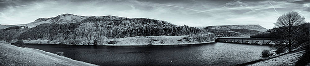 Ladybower Reservoir by Xenmint Photography