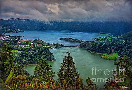 Lagoa Verde e Lagoa Azul by Hanny Heim