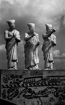 Muyiwa OSIFUYE - Statues of Three white-cap Chiefs--V