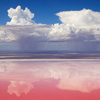 Richard Lee - Lake Eyre in Flood No.2
