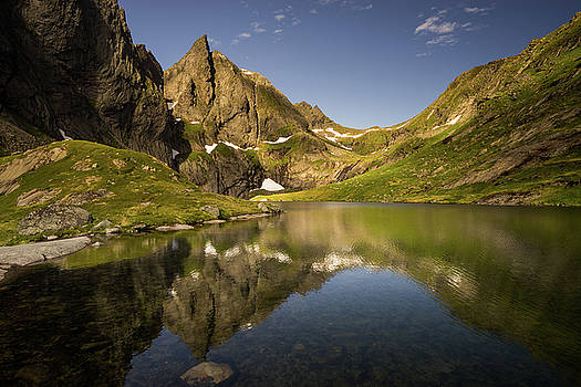Lake in mountains by Swen Stroop