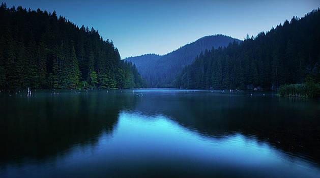 Lake by Toma Bonciu