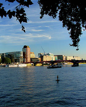 Lambeth Bridge across the Thames, London by Misentropy
