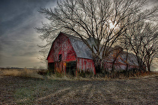 Large Old Barn in Missouri by Donna Caplinger