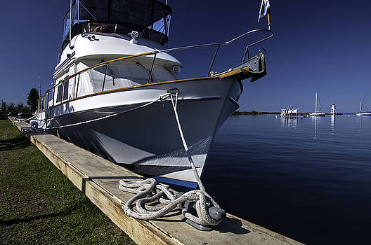 Large Sailboat by Lonnie Paulson