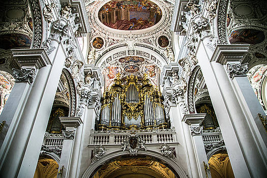 Lisa Lemmons-Powers - Largest Organ in Europe