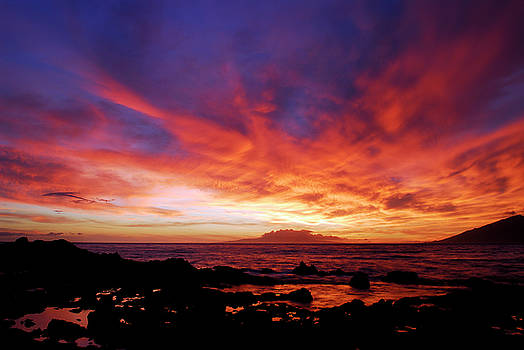 Reimar Gaertner - Last light of sunset with lava rock tidepools at Kihei Maui