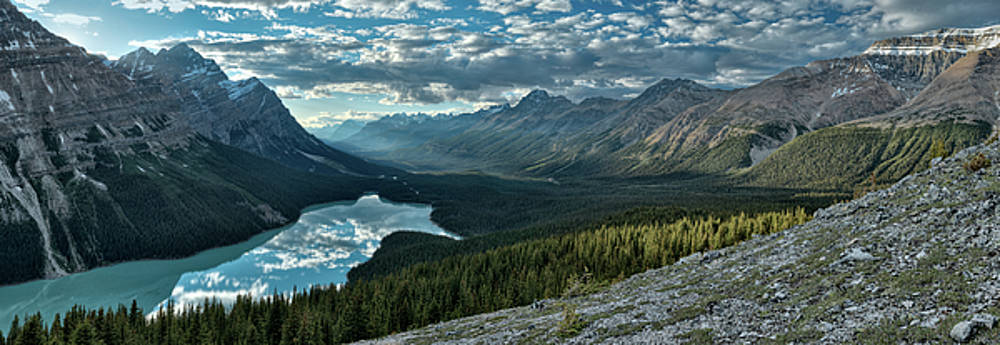 Last rays of light over Peyto Lake by Sebastien Coursol