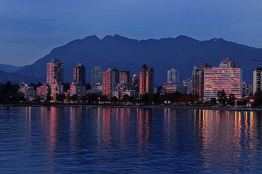 Reimar Gaertner - Last red rays of sunlight reflected in West End Vancouver high r