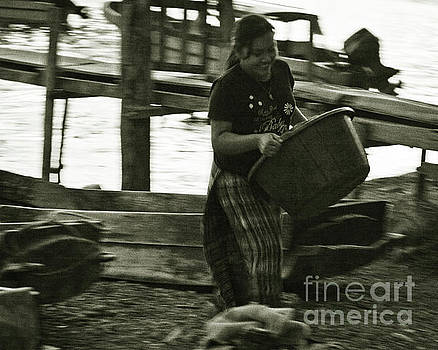 Tatiana Travelways - Laundry by the lake in Guatemala