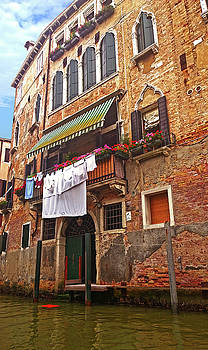 Laundry drying in Venice by Anne Kotan