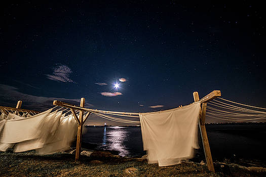 Laundry in the wind, Star island by Ken Kartes