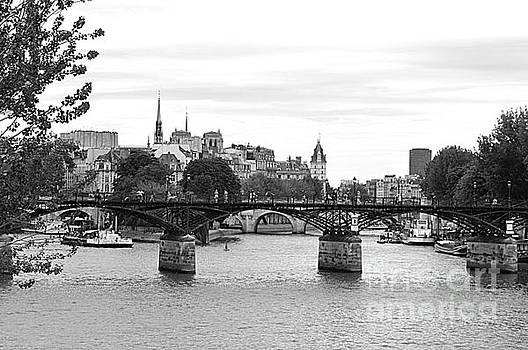 Le Pont D'art Paris by Andy Thompson