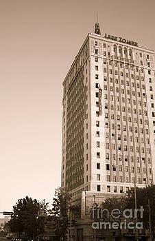 Tracy Brock - Leer Tower