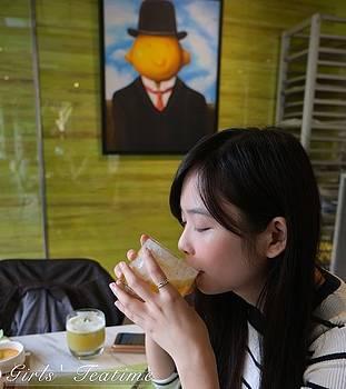 Leah Saulnier The Painting Maniac - Lemon Head in a Tea House