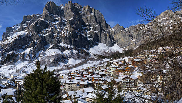 Elenarts - Elena Duvernay photo - Leuk, Valais, Switzerland