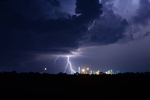 Lightning over Wynnewood  by Vonda Barnett