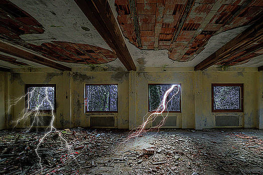 Enrico Pelos - LIGHTNINGS ON THE ABANDONED HOTEL OF LIGURIA MOUNTAINS - Fulmini su hotel abbandonato sull