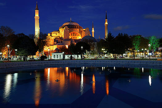 Reimar Gaertner - Lights on Hagia Sophia at twilight with reflections in fountain