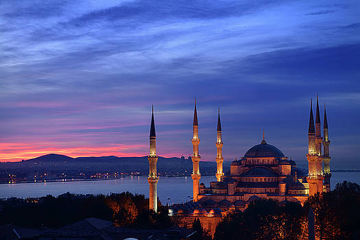 Reimar Gaertner - Lights on the Blue Mosque with red sky in the morning on the Bos