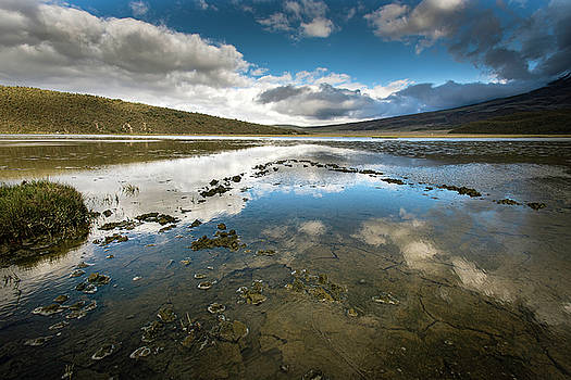 Limpiopungo lagoon by Henri Leduc