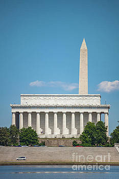 Lincoln Memorial and Washington Monument by Leslie Banks