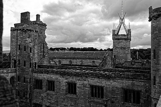 Linlithgow Palace Ruins by Scott Hill