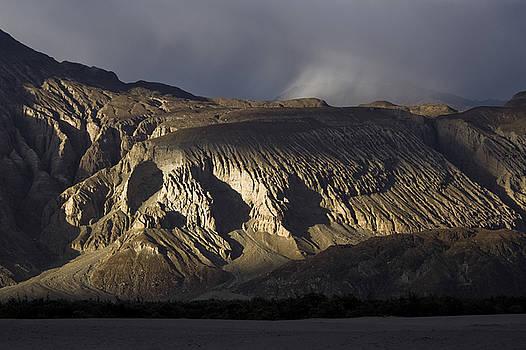 Lion face mountain by Hitendra SINKAR