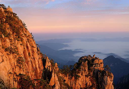 Reimar Gaertner - Lion Peak and Stone Monkey watching the Sea Peak at first light
