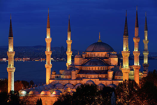 Reimar Gaertner - Lit Blue Mosque at dusk on the Bosphorus Sultanahmet Istanbul Tu