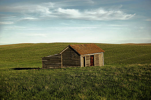 Little cabin on the prairie by Jeff Swan