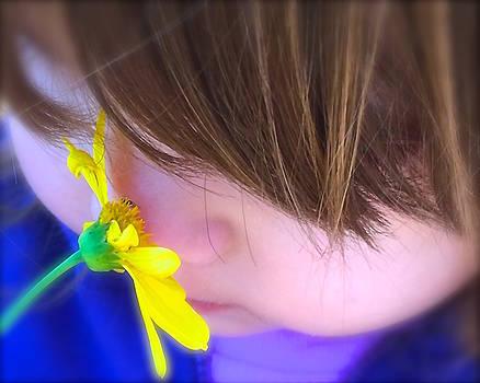 Little flower fragrance  by Wonju Hulse