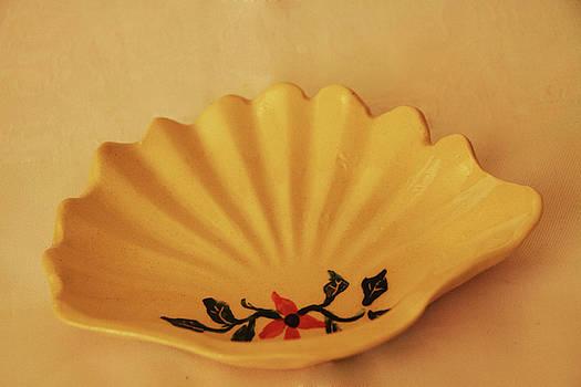 Little Shell plate by Itzhak Richter