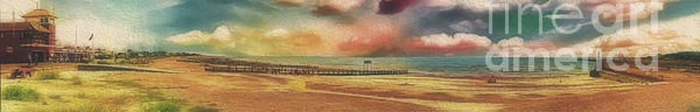 Littlehampton Beach by Leigh Kemp