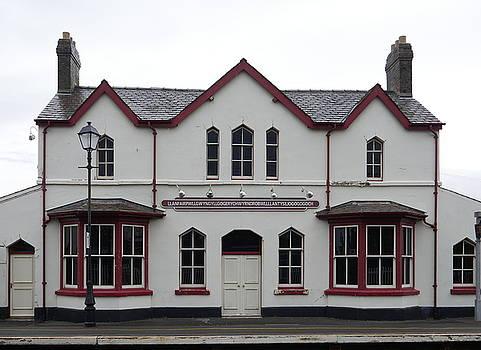 Richard Reeve - Llanfairpwllgwyngyllgogerychwyrndrobwllllantysiliogogogoch Station