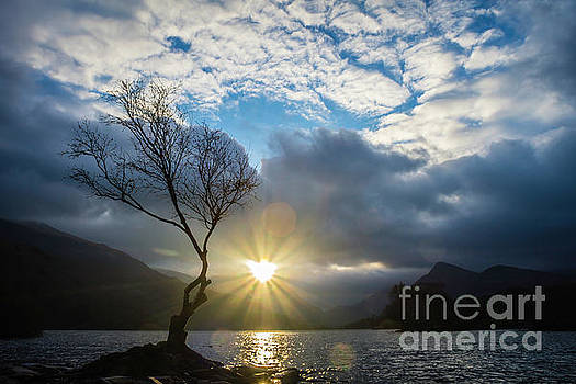 Llyn Padarn Sunburst by Andy Beattie Photography