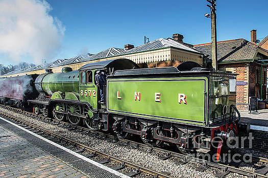 Lner B12 4-6-0 8572 by Simon Pocklington
